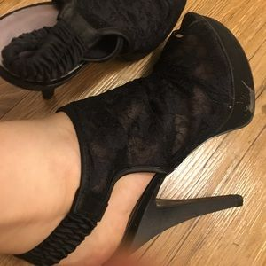 Chinese laundry black lace peep toe heels 10 EUC